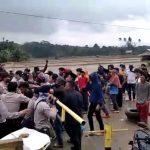 VIDEO: Demonstrasi Warga di Koltim Nyaris Bentrok dengan Polisi