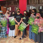 ASR Perihatin Lihat Himpitan Ekonomi Emak-emak Pembersih Makam