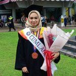 Raih IPK 4.0 Wa Ode Sitti Murnia Sari Keluar Sebagai Lulusan Terbaik UHO